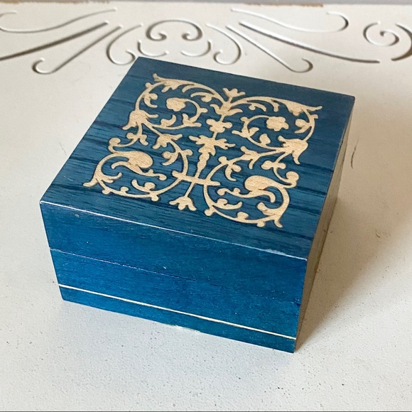 Vintage inlaid wood ring jewelry box with lid